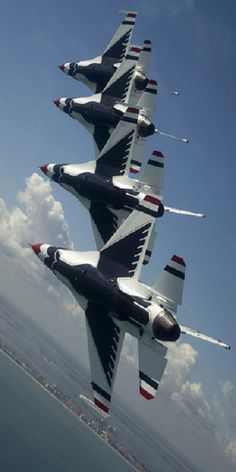 General Dynamics F-16 Fighters Falcon - Thunderbirds, Blue Angels, United States Air Force (USAF), United States. (Thx Paul)