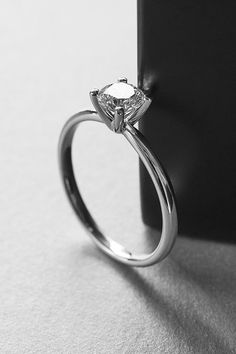 Zoara, your one stop shop for jewelry information, jewelry fashion, wedding rings, and diamond engagement rings.