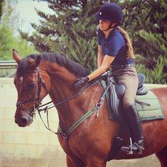 Hoy 8 de marzo, Día Internacional de la Mujer #FelizDiaDeLaMujer, comenzamos en nuestro álbum #ZaldiFriends con Carmen Alanis Espigares y nuestra silla de doma DRIM, esta silla tiene las mismas 15 características en beneficio de jinete y caballo, que nuestro modelo KiraKlass, pero incorpora nuestro TM-System (taco-muslera) y faldón extra-ergonómico de serie. Carmen monta a ICARO LB (CDE). ———— Today #InternationalWomensDay, Carmen Alanis & DRIM dressage saddle.