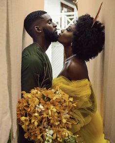 This is beautiful ❤! Photographer Models & Planner and Stylist: Floral Design MUA Hair Location Black Love Couples, Black Love Art, My Black Is Beautiful, Cute Couples, Collateral Beauty, Black Relationship Goals, Family Photo Outfits, Black Girl Aesthetic, Black People