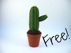 Amigurumi cactus - Free crochet pattern in Italian, English and Spanish by iogurumi.
