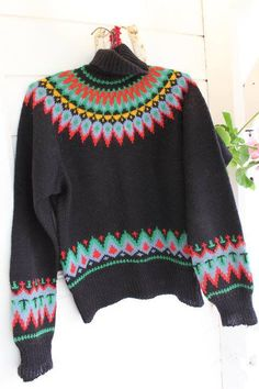 Svanedal Saga Eskimo. Bomull? Christmas Knitting, Christmas Sweaters, Norwegian Knitting, Tapestry Crochet Patterns, Icelandic Sweaters, Needlework, Knitwear, Knit Crochet, Sorting