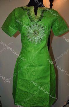 Belle robe africaine authentique par KwaibasFashionPlace sur Etsy https://www.etsy.com/fr/listing/199639590/belle-robe-africaine-authentique