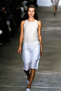 Calvin Klein Collection Spring 1998 Ready-to-Wear Fashion Show - Kate Moss