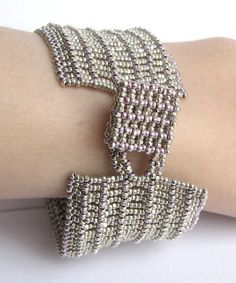 Charlotte cuff – closure by beademecum, via Flickr