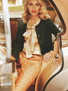 A pencil skirt and Lana Turner waves.