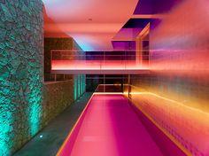 Residência\ Espanha (Mallorca). Son Vida\ The Villa Chameleon http://www.idealista.com/news/deco/casas-de-ensueno/2014/06/18/729155-casas-de-ensueno-una-villa-camaleonica-con-gimnasio-bodega-y-helipuerto-frente-al