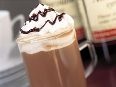 Amaretto Mochaccino: This cup of joe is truly worth a coffee break. Almond-flavored syrup (or amaretto), whipped cream and a drizzle of chocolate syrup makes this drink better than anything you can get from your local barista. Yummy Drinks, Delicious Desserts, Yummy Food, Fun Drinks, Alcoholic Drinks, Cocktails, New Recipes, Sweet Recipes, Favorite Recipes