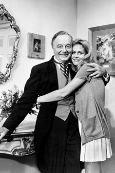 Maurice Evans and Elizabeth Montgomery between takes of Bewitched