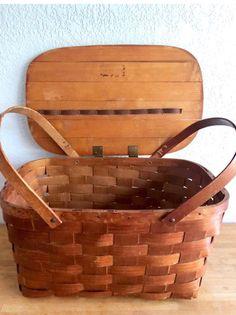 Vintage 1950 woven picnic basket by jery wil / farmhouse decor, shabby wov-n-wood Vintage Picnic Basket, Vintage Baskets, Picnic Baskets, Blue Bowl, Bird Cages, Honey Colour, Vintage Avon, Bowl Set, Farmhouse Decor