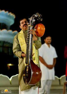 A 300 year old Veena was played at The Art of Living International Centre in presence of Gurudev Sri Sri Ravi Shankar  May 29, 2016