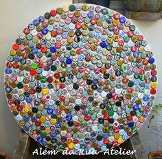 Tampo de mosaico feito com tampinhas de cerveja