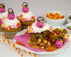 {VIDEO} Trick-or-Treat Halloween Pumpkin Cupcakes