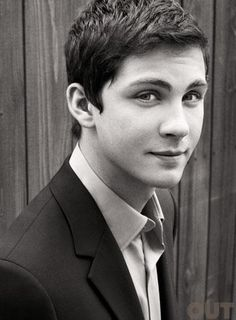 LOGAN LERMAN!!!!