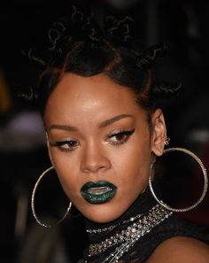 Rihanna showed up to the iHeartRadio Awards in green lipstick http://bit.ly/Q641Sp