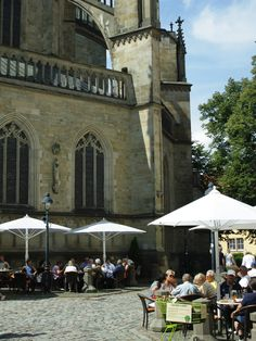 Great outdoor cafés on the main square of Osnabrück, Germany | Mooistestedentrips.nl