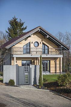 Hauseingang vom EffizienzhausPlus VIO 400 von FingerHaus • Mit ...