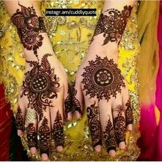 In this article you will find best simple arabic mehndi design for eid for decorating hands, arms and feet with arabic henna designs and eid mehndi designs. Plus find video tutorial about how to apply mehndi designs for eid. Henna Hand Designs, Dulhan Mehndi Designs, Mehndi Designs Finger, Simple Arabic Mehndi Designs, Modern Mehndi Designs, Mehndi Designs For Girls, Mehndi Design Photos, Wedding Mehndi Designs, Mehndi Designs For Fingers