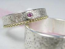 Eheringe Struktur Pink Saphir I Kügelchenring Gold