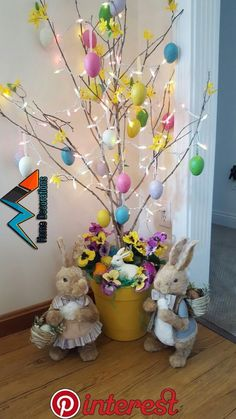 How about enjoying the rustic Christmas tree for Easter . - Que tal aproveit . How about enjoying the rustic Christmas tree for Easter? How about a rustic Christmas tree over Easter? Decoration Creche, Easter Tree Decorations, Easter Wreaths, Easter Centerpiece, Votive Centerpieces, Valentine Decorations, Thanksgiving Decorations, Easter Projects, Easter Crafts For Kids