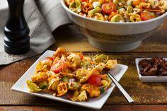 Des ingrédients frais et des tortellini arc-en-ciel aux 3 fromaggi font de cette salade un excellent accompagnement!