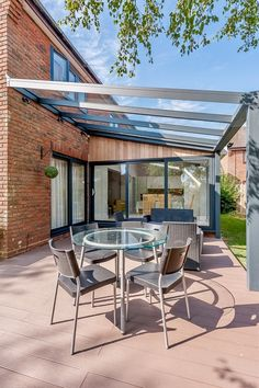 Meryl from Ipswich has beautifully created a new outdoor space for her home using one of our stylish Infinity Verandas ☀️ Designed with an degree pitch roof to allow for an existing extension roofline, this space is truly special 👌 Backyard Canopy, Garden Canopy, Backyard Patio Designs, Canopy Outdoor, Indoor Outdoor Living, Pergola Designs, Outdoor Rooms, House Outside Design, House Design
