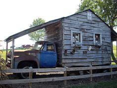 """Mobil home for """"gør-det-selv"""" manden Redneck Trucks, Redneck Humor, Truck Bed Camping, Camping Glamping, Camping Cabins, Truck House, Kombi Motorhome, Vintage Rv, Rednecks"""