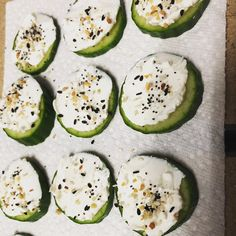 Easy & yummy snack (low carb) cucumber slices w cream cheese and TJs everything bagel seasoning — use laughing cow cheese instead of cream cheese Healthy Protein Snacks, Keto Snacks, Yummy Snacks, Atkins Snacks, Low Carb Recipes, Healthy Recipes, Eat Better, Everything Bagel, Lunch Snacks