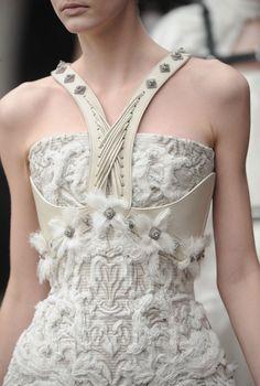 Alexander McQueen Fall 2011 Runway Details♥✤ | Keep the Glamour | BeStayBeautiful