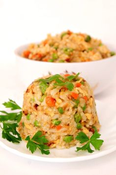 Simple, quick and easy egg fried rice recipe! Makes a wonderful side dish but tastes just as great as a meal on its own too! Main Dishes, Side Dishes, Vegetable Rice, Rice Recipes, Easy Peasy, Fried Rice, Really Cool Stuff, Risotto, Browning