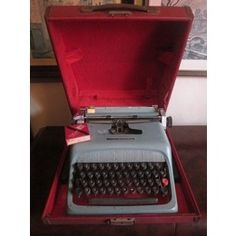 Antiga Máquina de Escrever OLIVETTI Studio 44 ano 1963