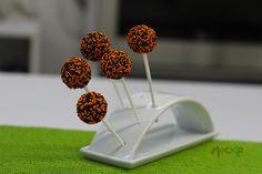 Una dulce idea para #Halloween. #Cakepops decorados.   Todavía estas a tiempo para hacer tus pedidos.  300 6080239   info@mocka.co   (1) 4583915  www.mocka.co  #mocka #pasteleria #pasteleriabogota #cakeshop #bakery #halloweenideas #ideashalloween #cakeballs #bogota #diadelosniños #artenazucar #cupcakes #ponque #torta #pastel