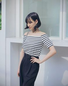 Today's Hot Pick :Striped Off Shoulder Top http://fashionstylep.com/SFSELFAA0023506/bagazimurien/out Get a bit of Parisian flair going in this striped off shoulder top. Wear this paired with tapered pants and flats or tuck it in a pencil skirt paired with pumps for a classy and casual look. - Off shoulder neckline - Short sleeves - Horizontal stripes - Slim stretch fit - Available colors: Black, Ivory