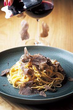 メニューはトリュフをつかったパスタと赤ワインのみ。そしてBGMもレッド・ツェッペリンしか流さないミニマルなレストランが東京・渋谷に誕生した。