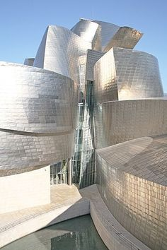 The Guggenheim Museum, Bilbao, Spain, designed by Canadian/American architect Frank Gehry Architecture Design, Museum Architecture, Futuristic Architecture, Beautiful Architecture, Contemporary Architecture, Unusual Buildings, Interesting Buildings, Amazing Buildings, Modern Buildings