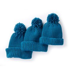 Fit out the entire family for the winter with this lovely knitted ribbed family hat. knit this great family in three different sizes . hat kids fun Knitted Ribbed Family Hat With Pompom [FREE Knitting Pattern] Easy Knit Hat, Knitted Hats Kids, Knitting For Kids, Knitting For Beginners, Easy Knitting, Loom Knitting, Knitting Patterns Free, Knitting Projects, Knitting Supplies