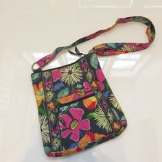 Vera Bradley Satchel Great spring Vera Bradley bag. Awesome for travel, or for everyday use as well! Vera Bradley Bags Satchels
