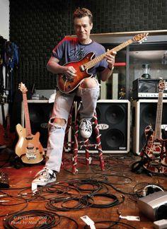 Eddie in 5150 studio 2009