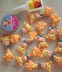 Bonecos Polymer Clay Ornaments, Fimo Clay, Polymer Clay Crafts, Clay Projects, Projects To Try, Fondant Animals, Polymer Clay Animals, Clay Baby, Clay Figurine