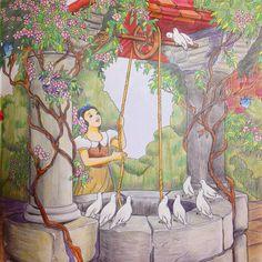今年最初の塗り絵は白雪姫 白雪姫の井戸を見るとランドに行きたくなる。 #コロリアージュ #塗り絵 #大人の塗り絵 #ディズニーガールズカラーリングブック #ディズニーガールズ