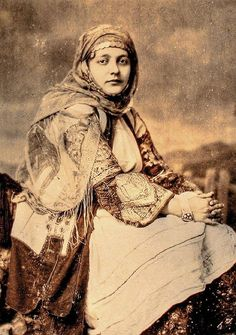 Greek woman    Unknown photographer. 19th century.