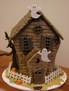 Halloween Spooky House w Ghosts Cake.