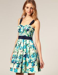 like this dress!! pretty and casual for spring or summer!