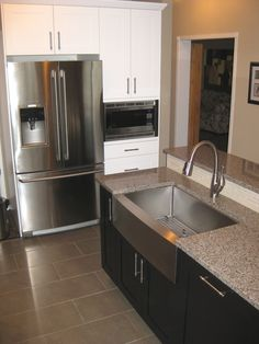 Look at this huge apron front modern stainless steal sink and fitted grid! Maybe cleaning up dirty dishes isn't so bad after all!