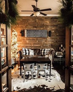 What a wonderful view into this gorgeous #livingroom! Love the rustic chic style & that wood feature wall is amazing! Our Bingo Board blends right in with the plaid pillows, rug, and sprinkling of holiday style too! #homedecor Antique Farmhouse, Farmhouse Decor, Urban Farmhouse, Farmhouse Style, Cheap Home Decor, Diy Home Decor, Cozy Nook, Cozy Cabin, Christmas Living Rooms