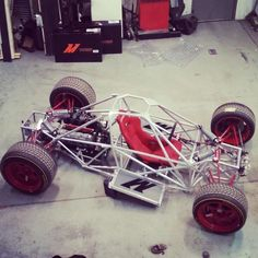 powered adult go kart built by LoveFab Inc - Promoted by The Fab Forums Más Pedal Cars, Race Cars, Adult Go Kart, Bullitt Bike, Kart Cross, Go Kart Buggy, Garage Atelier, Tube Chassis, Diy Go Kart