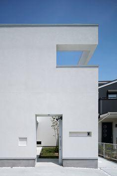 Modern House Facades, Modern House Design, Architecture Board, Architecture Design, White Houses, Small Houses, Minimal Home, Facade House, Deco