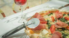 Nueva #pizza  #Mascarpone e #speck: tomate, mozzarella, mascarpone, speck, nueces y manzana, pero caramelizada, como a ti te gusta :) http://www.latagliatella.es/menu/le-pizze-pizzas/