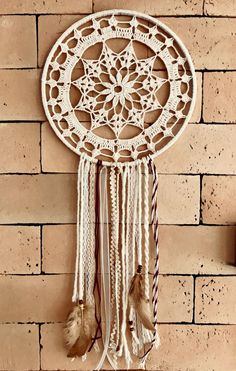 diy dream catcher Mandalas que inspiram Sun Catchers, Doily Dream Catchers, Dream Catcher Decor, Beautiful Dream Catchers, Dream Catcher Boho, Crochet Mandala Pattern, Crochet Doilies, Crochet Patterns, Doilies Crafts