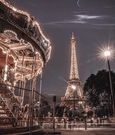 Travel hacks for Paris France. What to know before traveling to Paris. Paris At Night, Night City, Night Night, City Aesthetic, Travel Aesthetic, Night Aesthetic, Aesthetic Girl, Aesthetic Backgrounds, Aesthetic Wallpapers